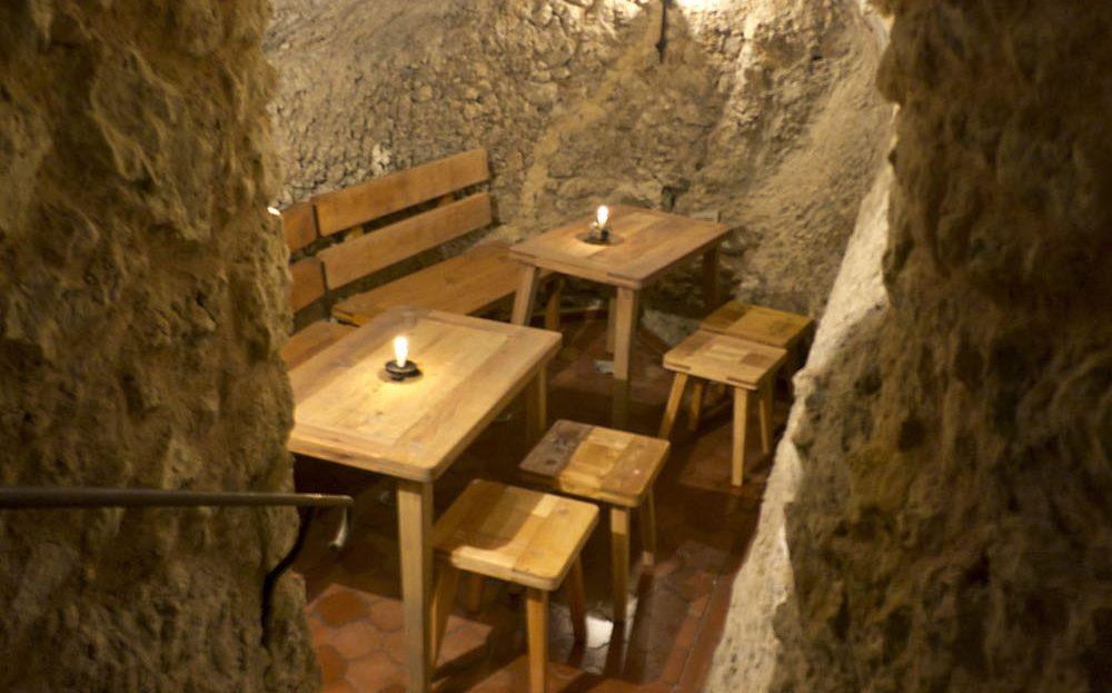LARP Location Burg Rabeneck - Bierkeller Sitzecke Gewölbe