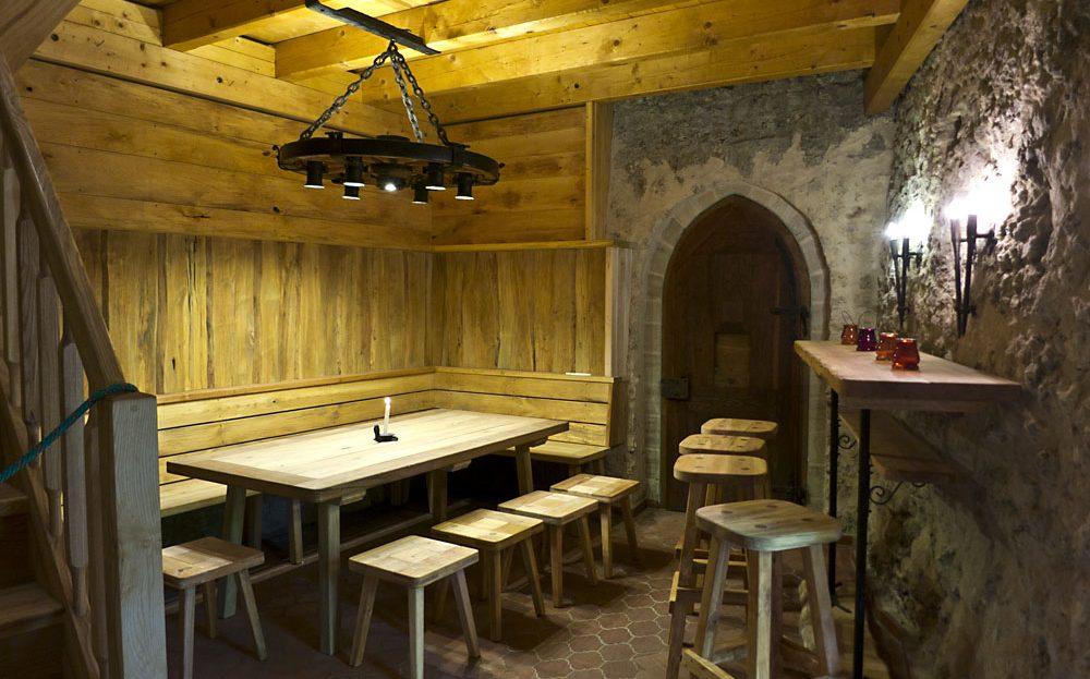 LARP Location Burg Rabeneck - Bierkeller Sitzecke