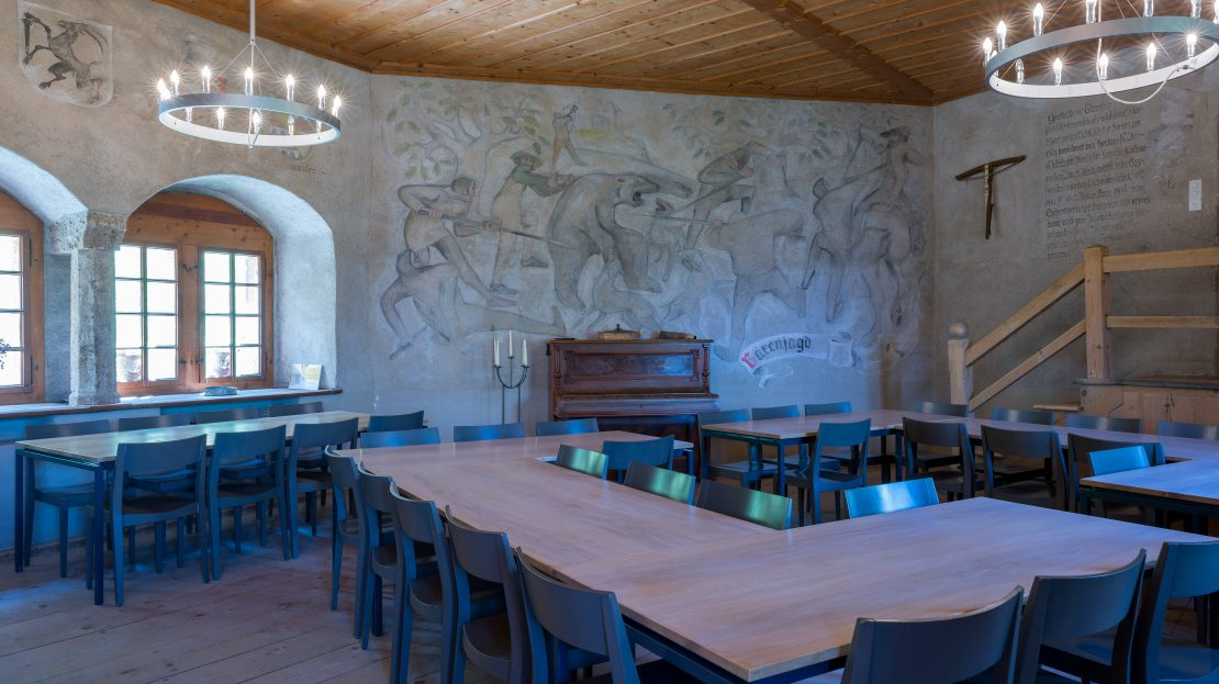 LARP Location Burg Ehrenfels - Speisesaal mit Klavier