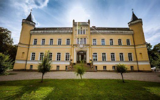 LARP Location Schloss Kroechlendorff - Frontansicht