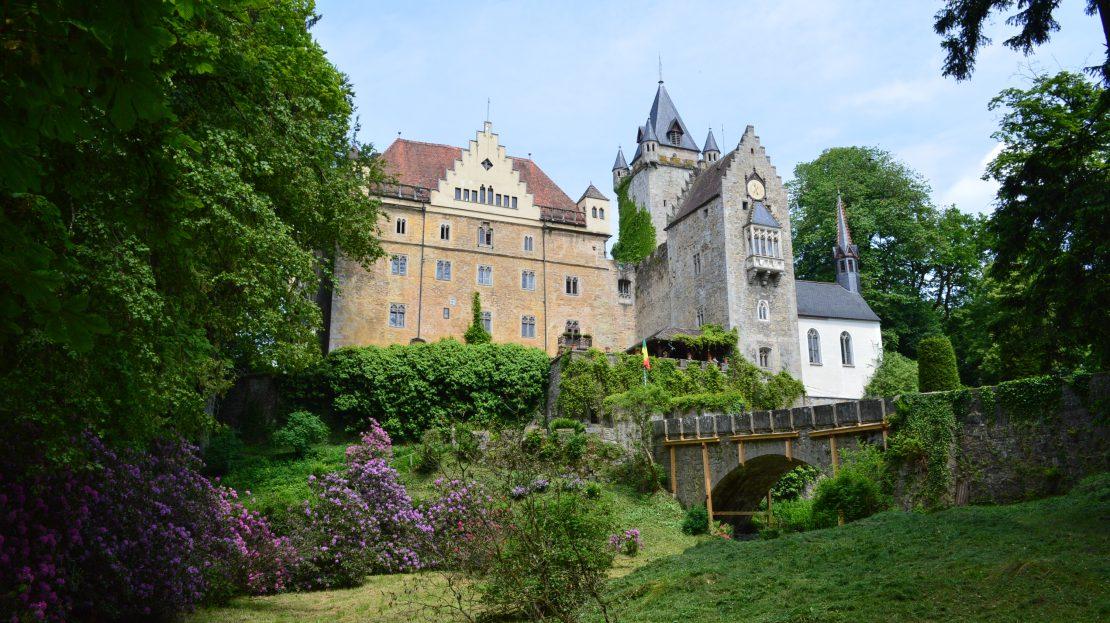 LARP Location Schloss Egg - Aussenansicht mit Schlosspark