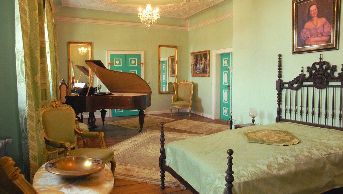 LARP Location Schloss Schochwitz - Piano Suite