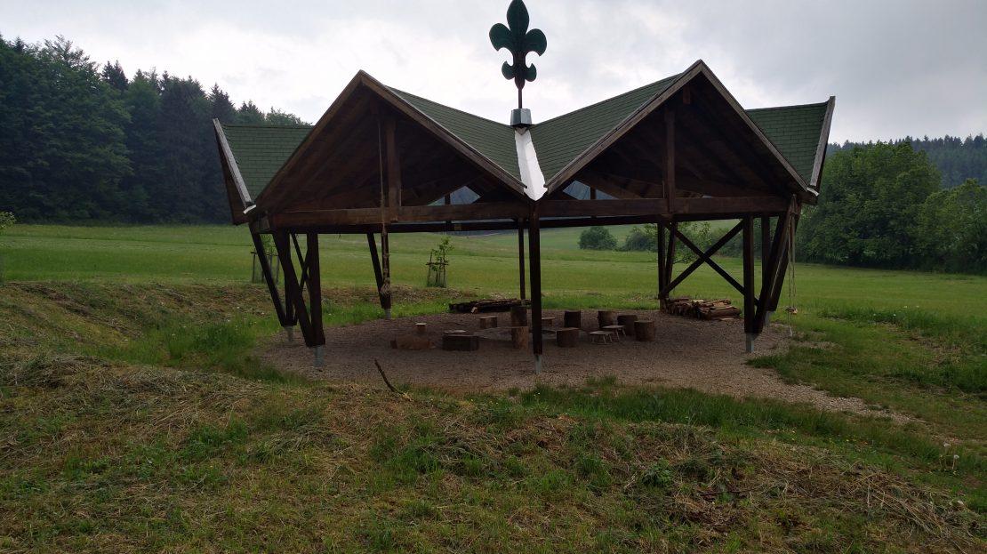LARP Gelände Zeltlager Kastl - Pavillon mit Feuerstelle